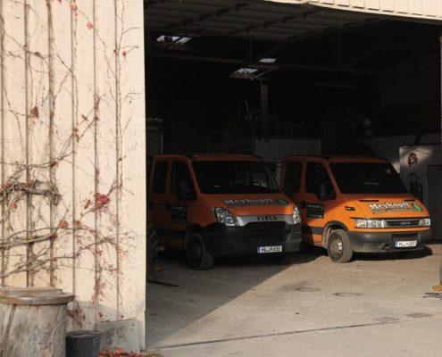 Meykopff Garten- Landschaftbau Fahrzeuge in der Halle im Schlehenweg 5