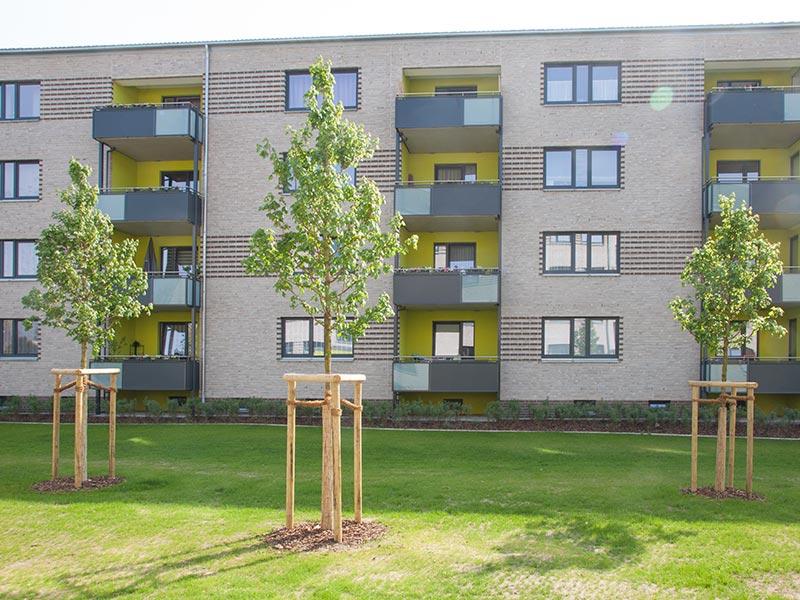 von Meykopff gestaltete Grünfläche vor Mietshäusern