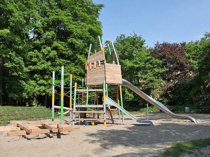 Meykopff Garten- und Landschaftsbau Lübeck Spielplatz Warnowweg Spielturm