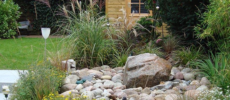 Gartengestaltung mit Steinen und Pflanzen