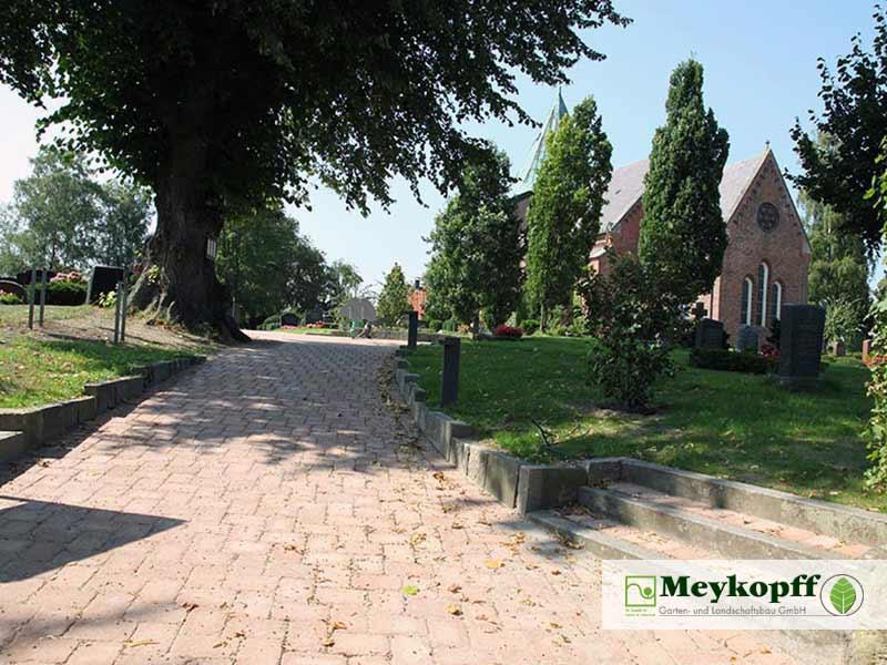 Meykopff GaLaBau Krummesse Pflasterarbeiten Kirchenareal