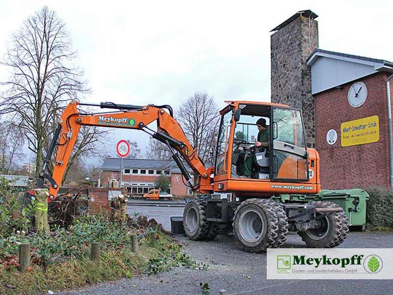 Meykopff GaLaBau Lübeck Baumfällarbeiten Bagger