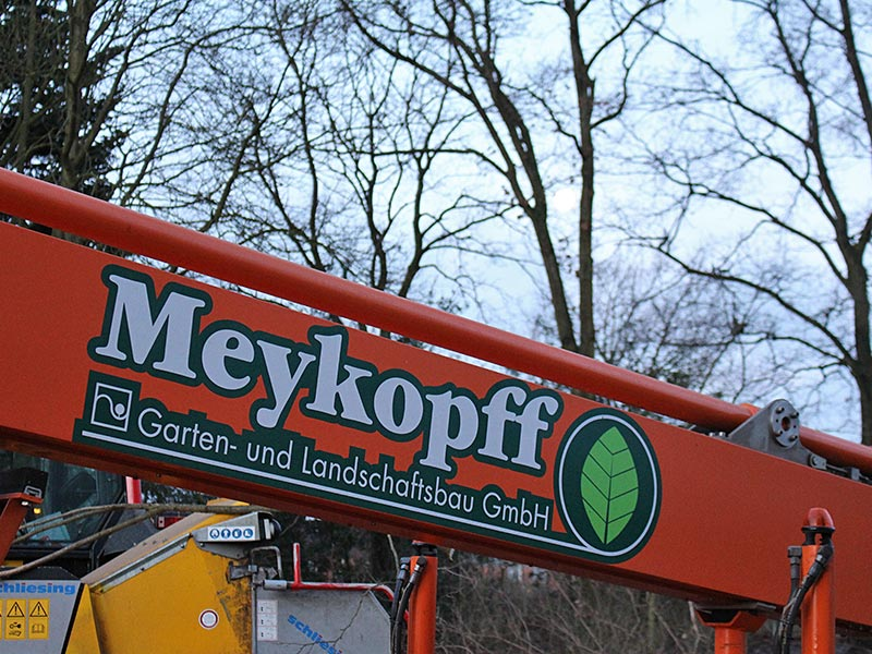 Meykopff GaLaBau Lübeck Baumfällarbeiten Steiger Logo