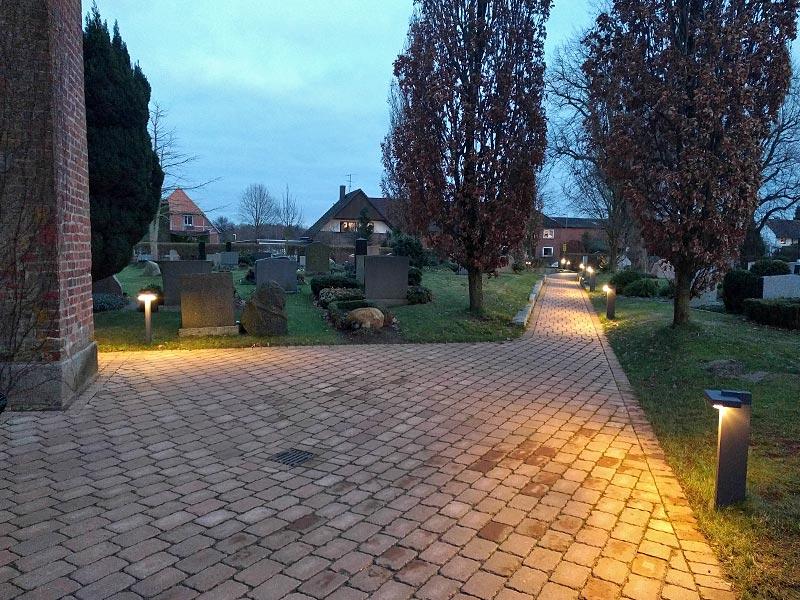 Meykopff GaLaBau Lübeck Pflasterarbeiten Friedhof Krummesse Vorplatz