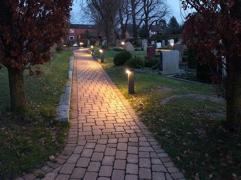Meykopff GaLaBau Lübeck Pflasterarbeiten Friedhof Krummesse Zuwegung