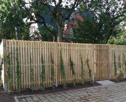 Meykopff Galabau Sichtschutzwand aus Holz mit Pflanzen