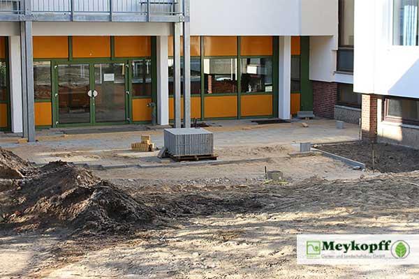 Frühe Bauphase der Schulhof-Neugestaltung