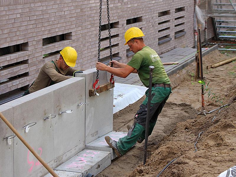 Meykopff GaLaBau, Lübeck - unser Team setzt L-Steine aus Beton
