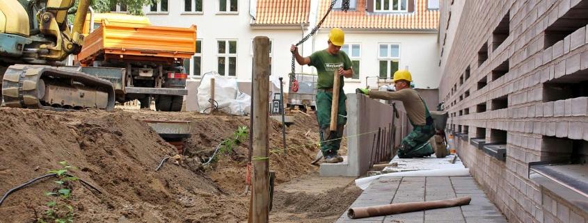 Meykopff GaLaBau, Lübeck - Winkelstützen werden platziert