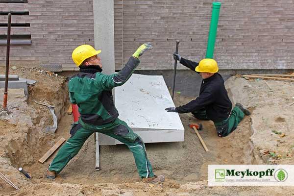 Tonnenschwerer L-Stein aus Beton