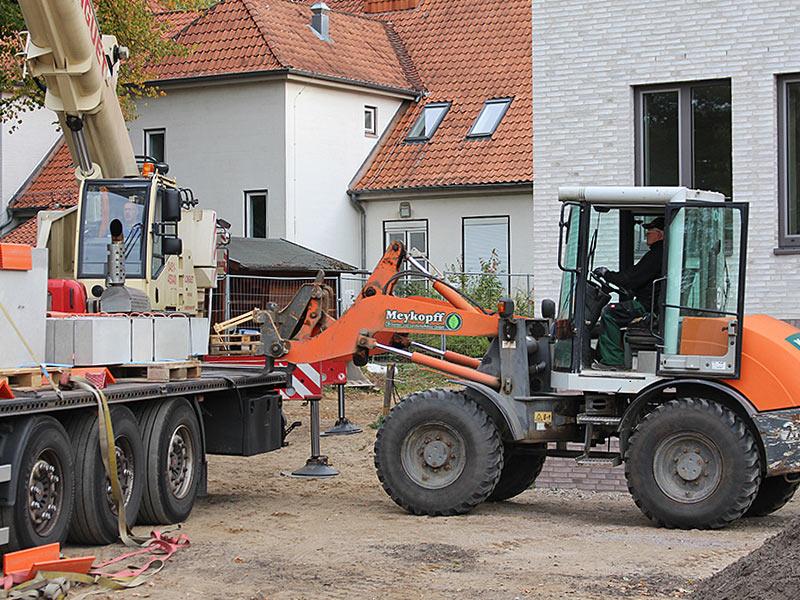 Meykopff GaLaBau, Lübeck - Radlader und Kran