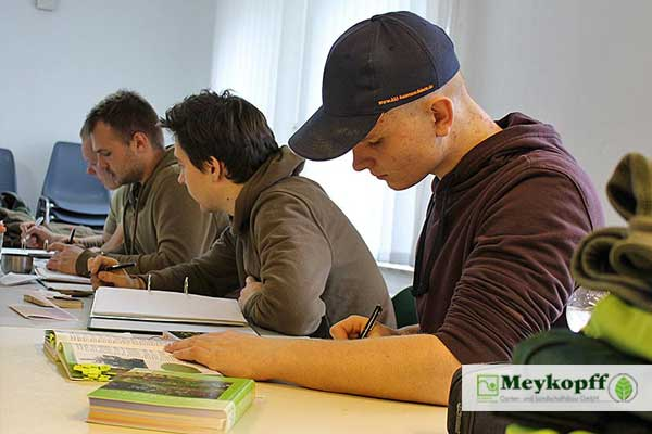 Berichtsheft schreiben - Azubi-Nachhilfe bei Meykopff GaLaBau