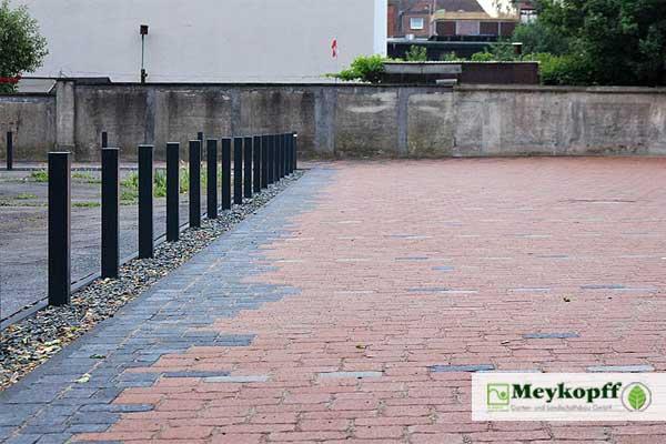 Meykopff GaLaBau Lübeck - gepflasterter Parkplatz