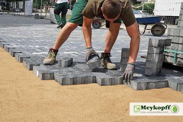 Meykopff GaLaBau Lübeck Pflasterarbeiten Team Luisenstrasse
