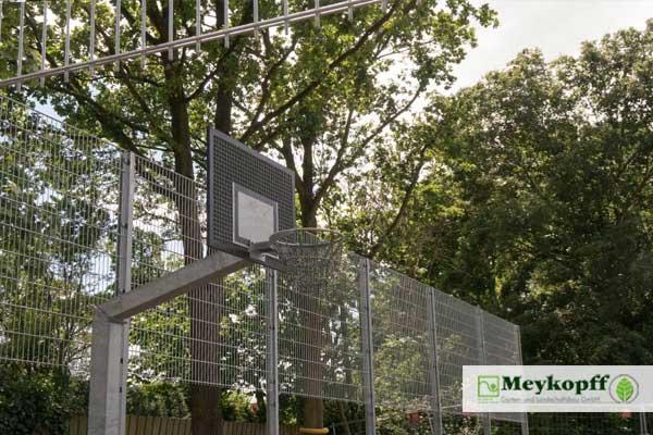 meykopff-Garten-Landschaftsbau-zaunbau-ballfangzaun-sportplatz