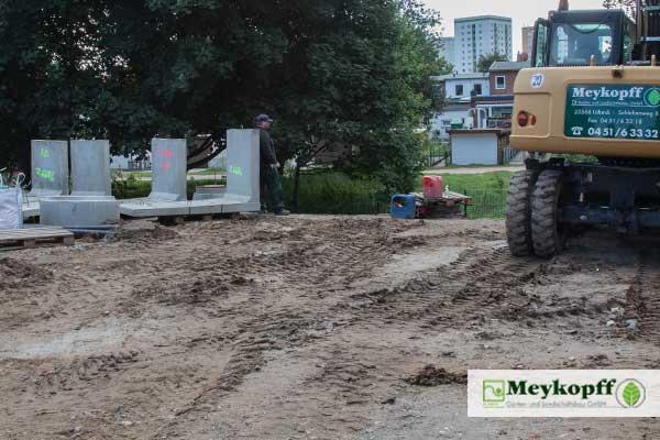 Meykopff GaLaBau Lübeck Winkelstützen und Bagger