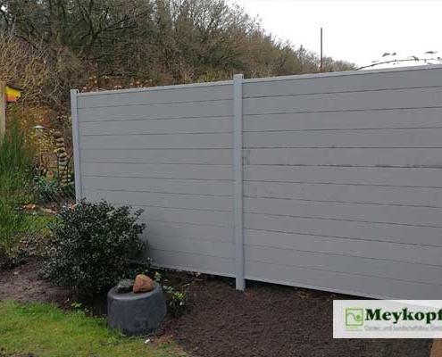 Meykopff Galabau Sichtschutzwand aus Holz und Metall