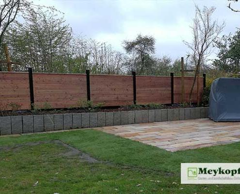 Meykopff Galabau Sichtschutzwand aus Holz mit Bepflanzung