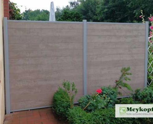Meykopff Galabau neue Sichtschutzwand aus Holz und Metall