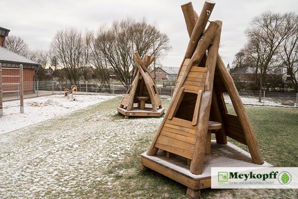Meykopff Galabau Lübeck Spielplatzbau Stockelsdorf Holztipis